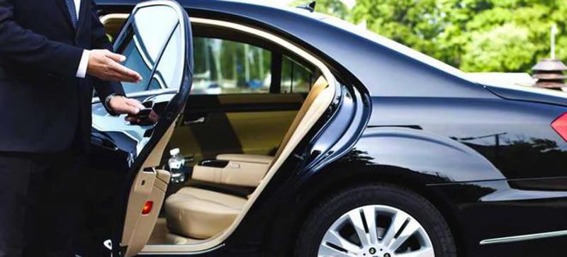 Vantaggi e svantaggi tra prendere un taxi o prenotare un Ncc